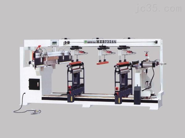 铣床(millingmachine)系指主要用铣刀在工件上加工各种表面的机床。通常铣刀旋转运动为主运动,工件(和)铣刀的移动为进给运动。它可以加工平面、沟槽,也可以加工各种曲面、齿轮等。铣床是用铣刀对工件进行铣削加工的机床。铣床除能铣削平面、沟槽、轮齿、螺纹和花键轴外,还能加工比较复杂的型面,效率较刨床高,在机械制造行业得到广泛应用。