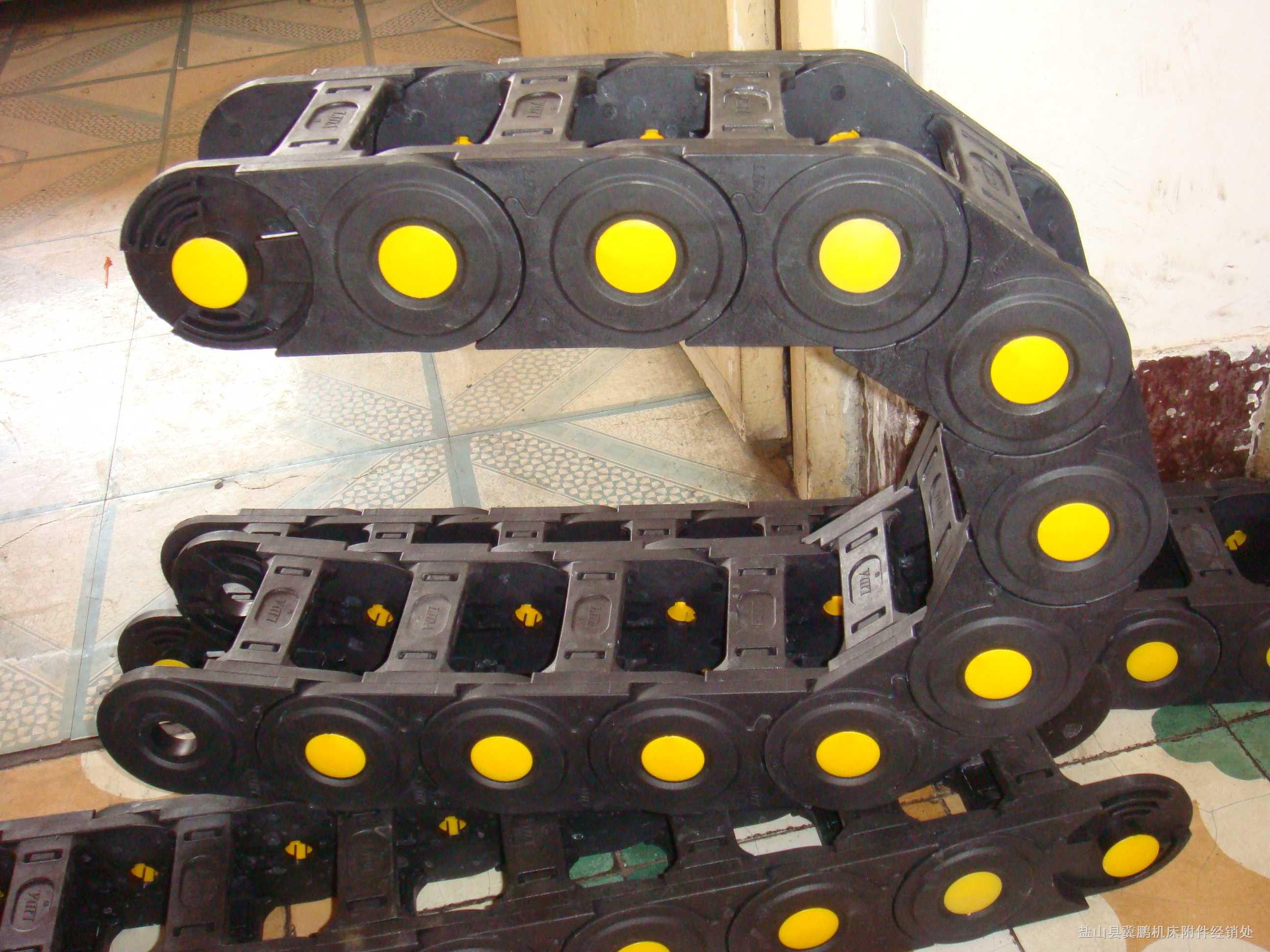 消音型塑料拖链、纯黑色塑料拖链产品图