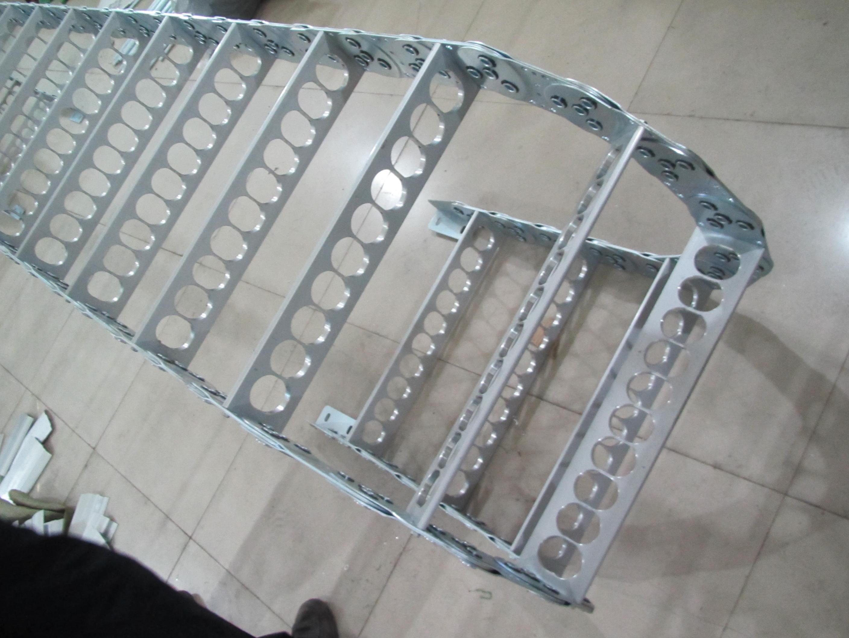 打孔式线缆钢铝拖链产品图