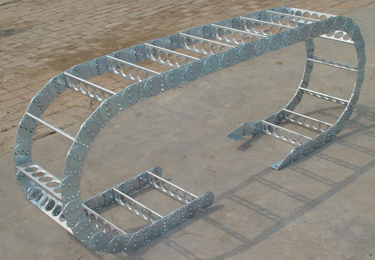 锻压设备钢铝拖链产品图